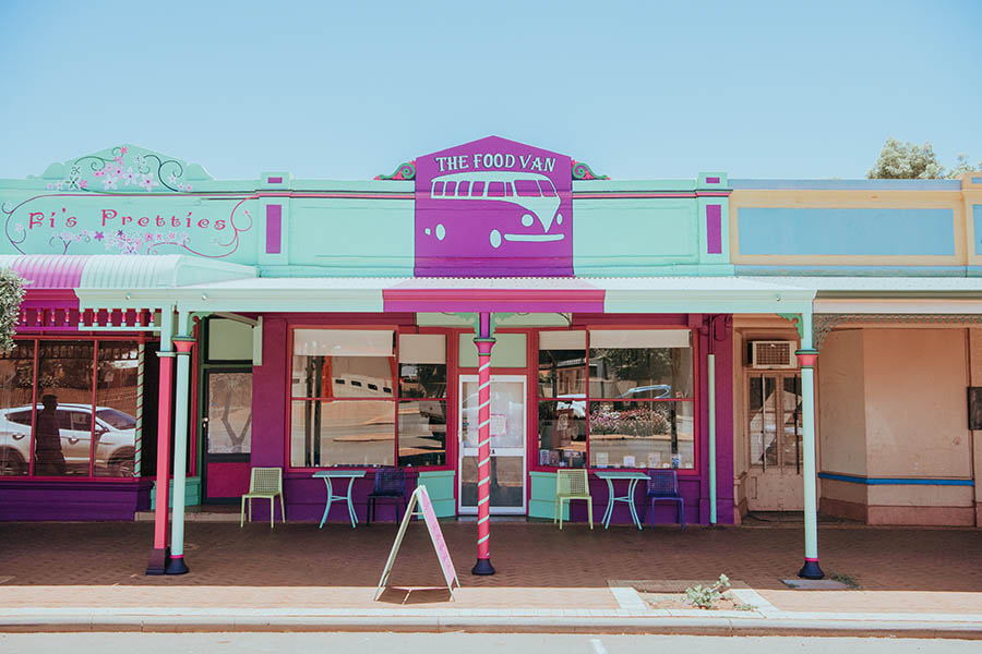 Pub Horses, Ghost Towns & Gold Rushes: 8 Day Road Trip For A Golden Outback Getaway